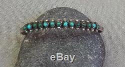 Ancien. Fred Harvey Bracelet Manchette Rangée Turquoise Avec Bordeaux Et Serpent Vert Argentés