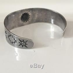 Bracelet De Lingots D'argent Navajo Vintage Des Années 1930 Fred Harvey Repousse Chiens Sun Arrows