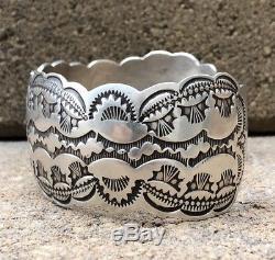 Vtg Fred Harvey Era Navajo Estampé En Argent Sterling Overlay Large Manchette Bracelet